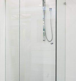 ZENA 900 FRAMELESS SHOWER SCREEN 10mm TOUGHENED GLASS
